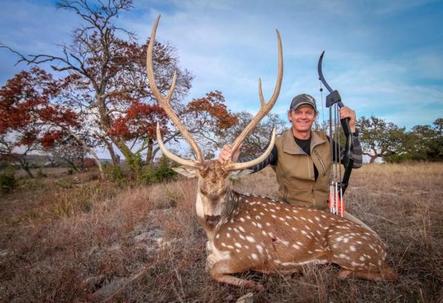 Razor Dobbs (Razor Dobbs Alive TV) 2016 Exotic Hunt Kill using Archery Addiction Bow Strings